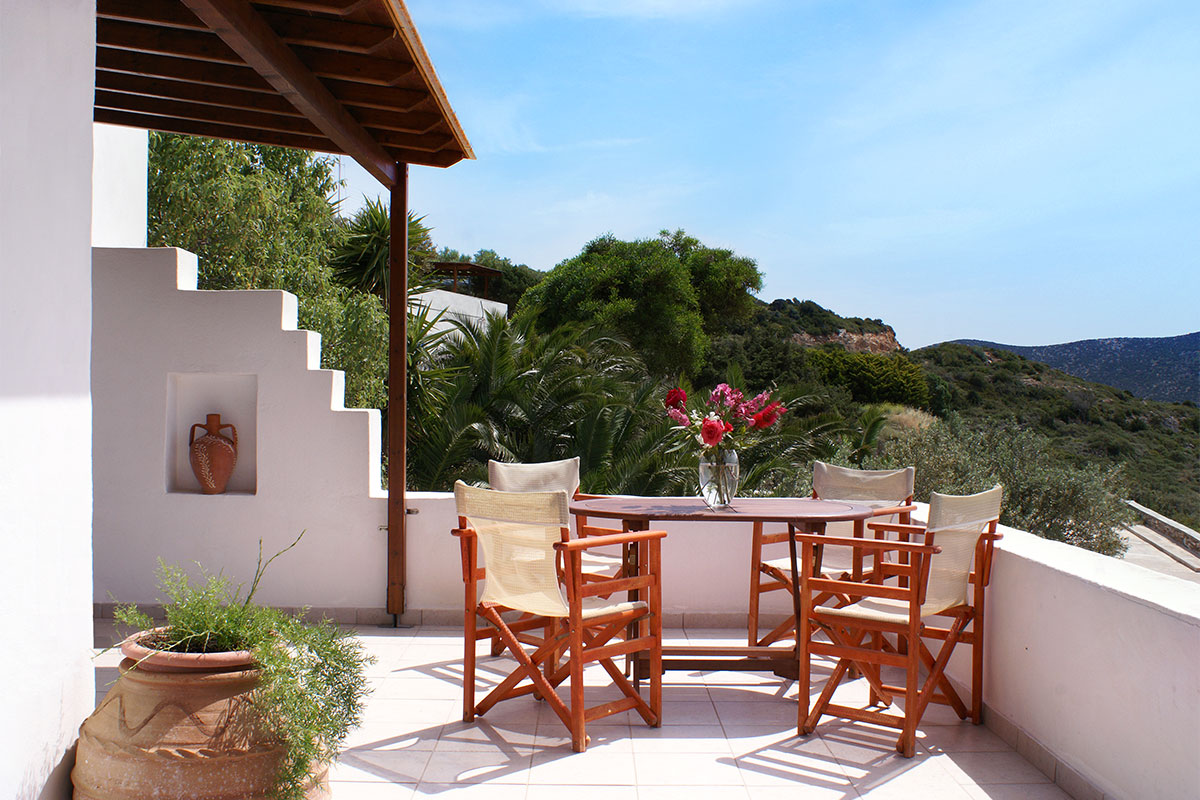 Maistros studios in Platis Gialos with spectacular views over the sea