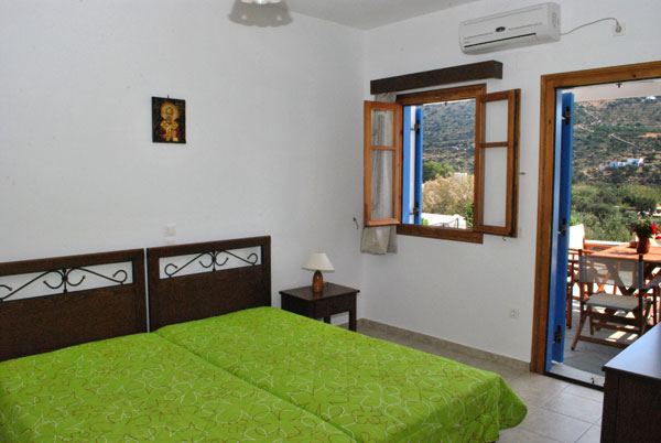 Fully equipped apartments Agnanti with sea view, at Vathi