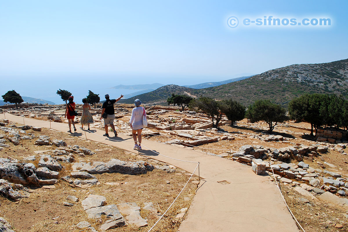 A tour around the Mycenaean Citadel of Agios Andreas