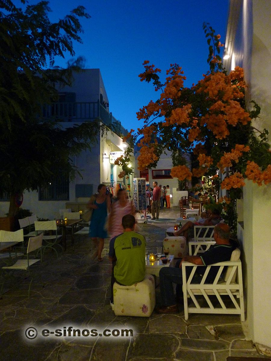 Night photo of the alley of Apollonia