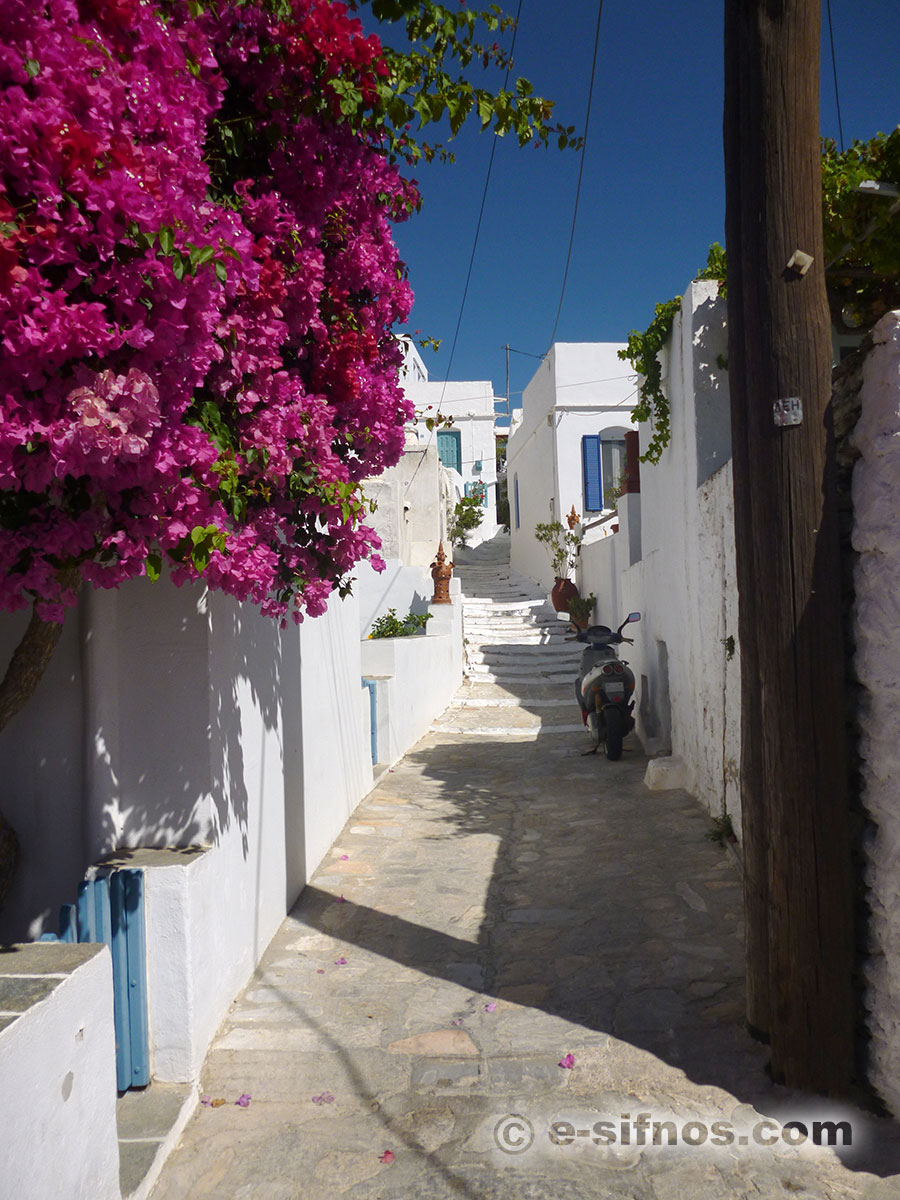 Alley in Artemonas in Sifnos