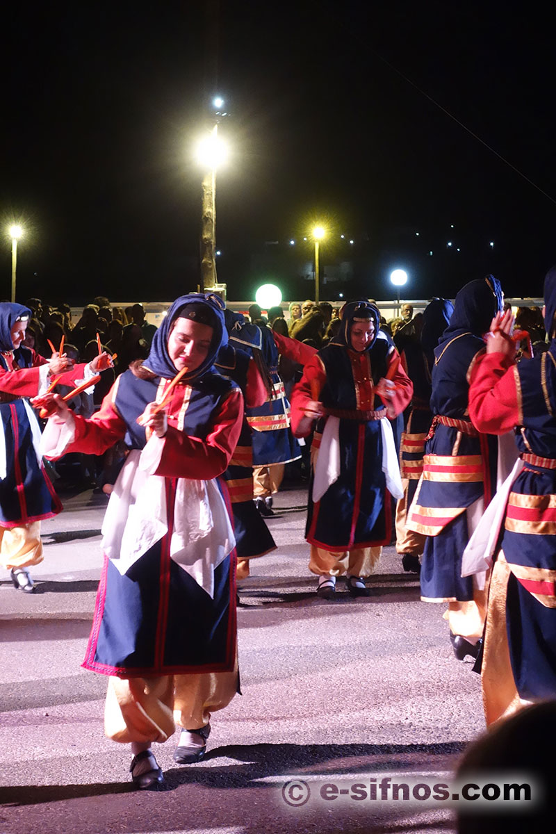 Presentation of Greek traditional dances at the Cycladic Gastronomy Festival