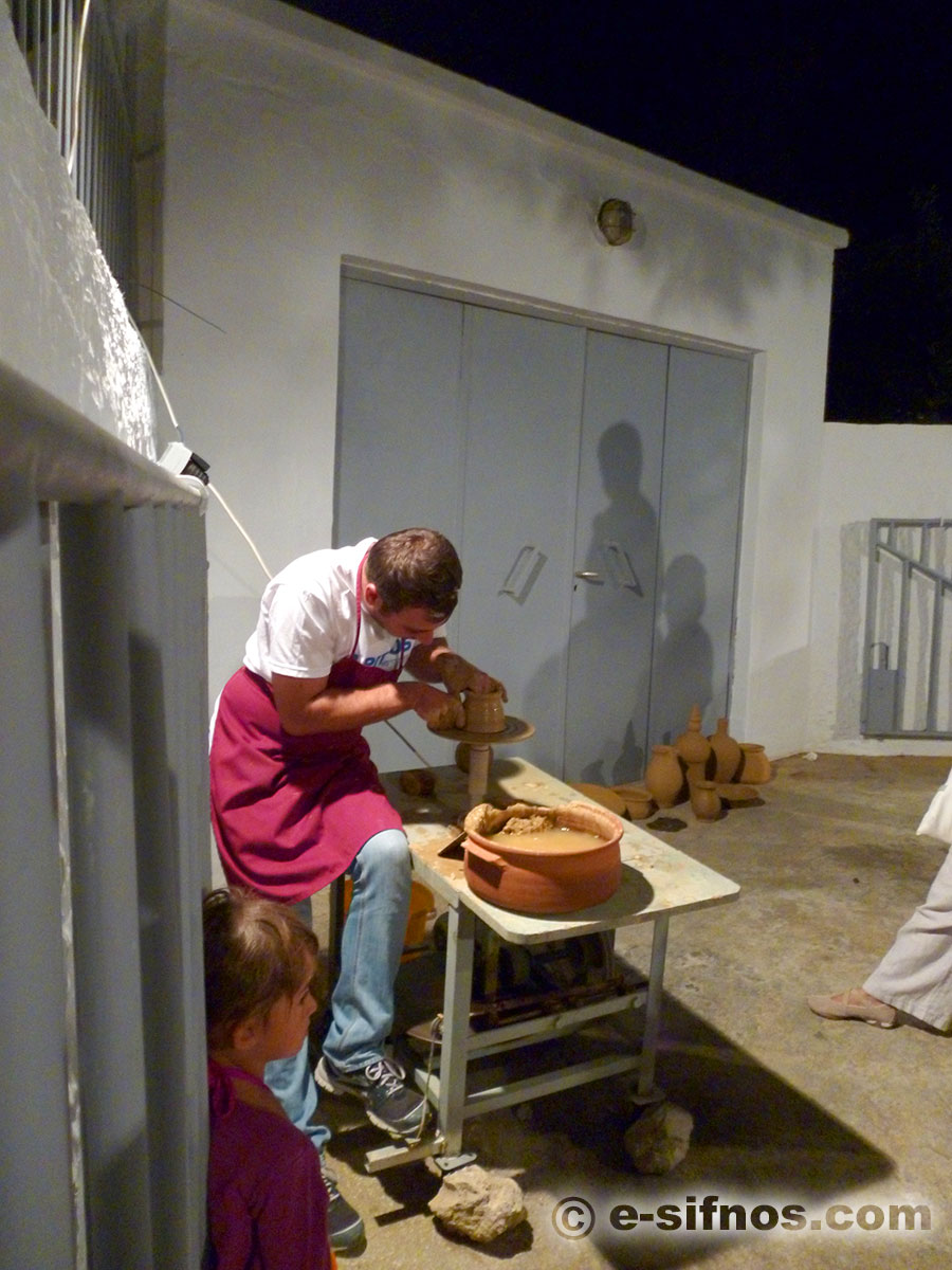Presentation of pottery art at the Cycladic Gastronomy Festival