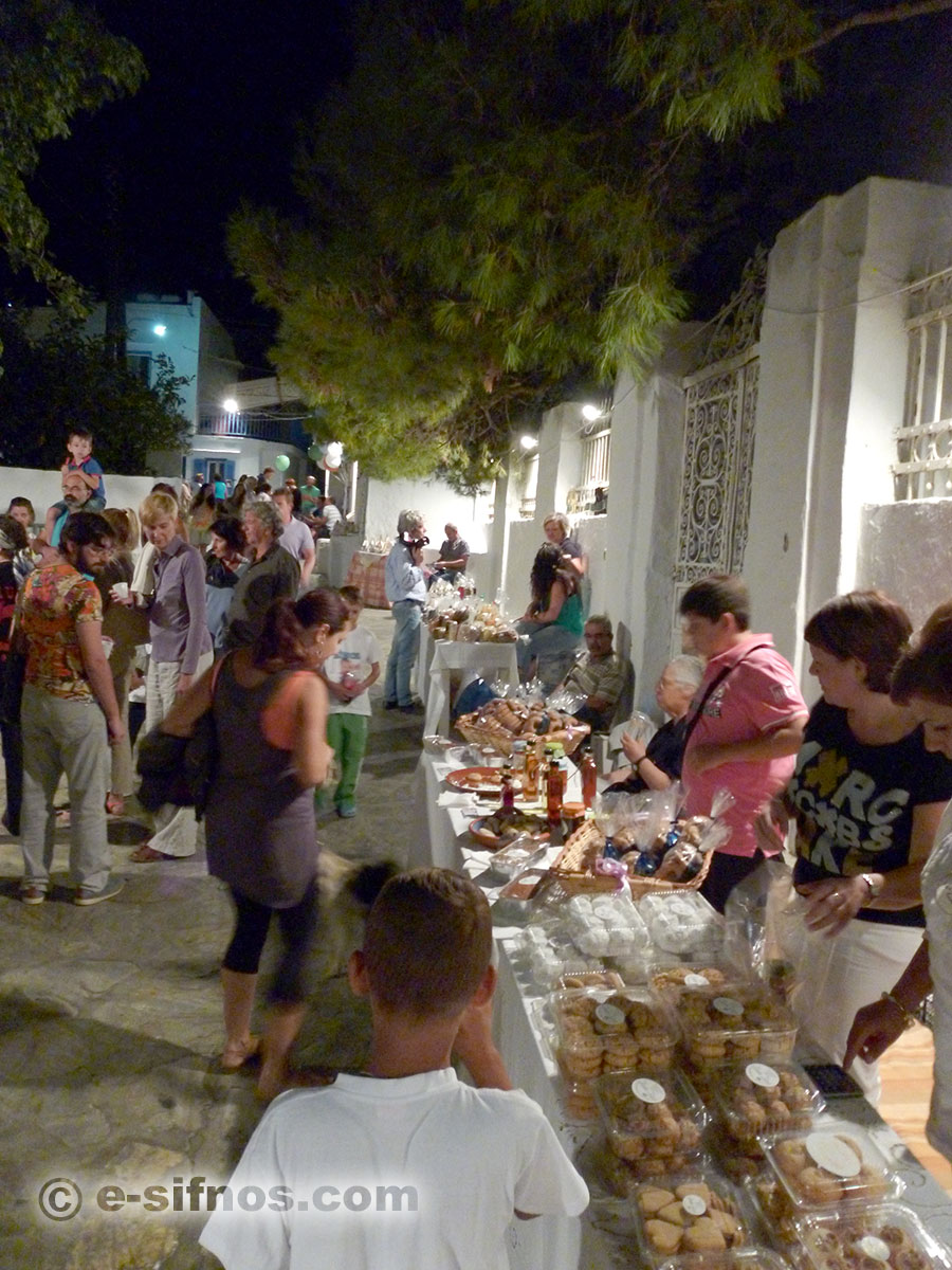 The small bazaar at the alley of Artemonas, at the Cycladic Gastronomy Festival